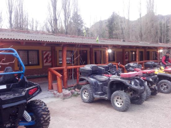 Dique Florentino Ameghino, Argentina: Estacionamiento , patio trasero