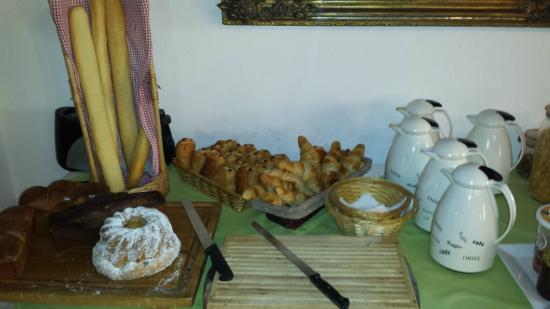 Le Biblenhof : buffet petit déj