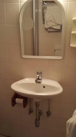 Le Biblenhof : lave main en guise de lavabo