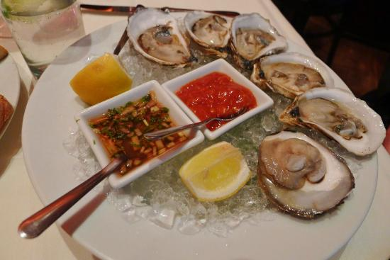Spigola Ristorante: Fresh oysters with mouthwatering sauces