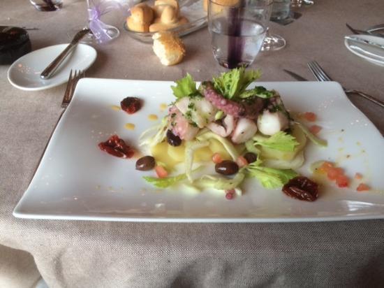 Sanpier: Piovra al vapore con patate verdure pomodorini secchi e olive