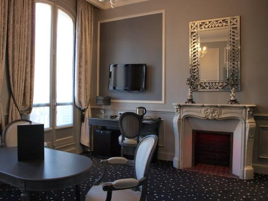 Photo of Hotel Champs Elysees Mac Mahon Paris