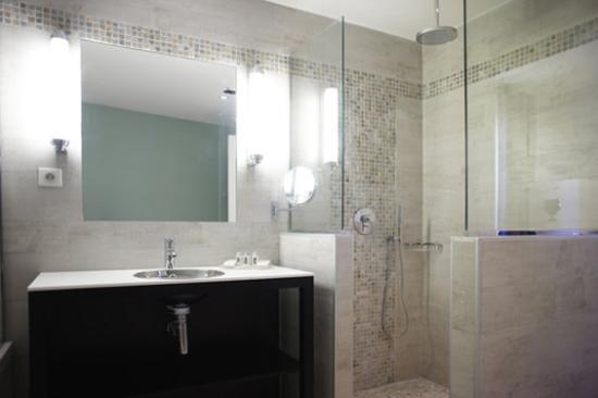 New Hotel Bompard : Bathroom