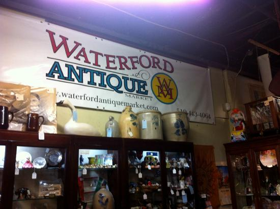 Waterford, Canada: Signage