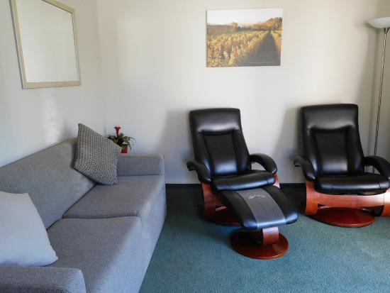 Brydan Accommodation: Living space in an Exec. 1 Bedroom Suite