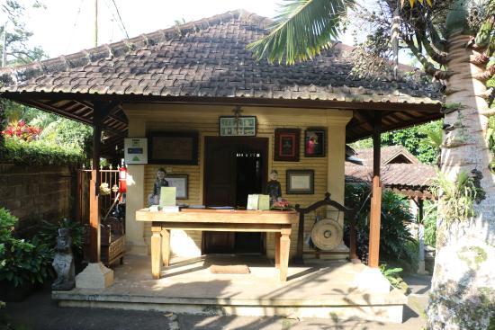 Cempaka Belimbing Villas: Entrée