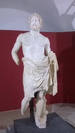 Palombara Sabina, Italy: Statua di Zeus nel museo archeologico