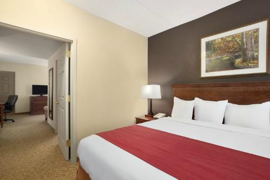 Country Inn & Suites by Radisson, State College (Penn State Area), PA: King Room