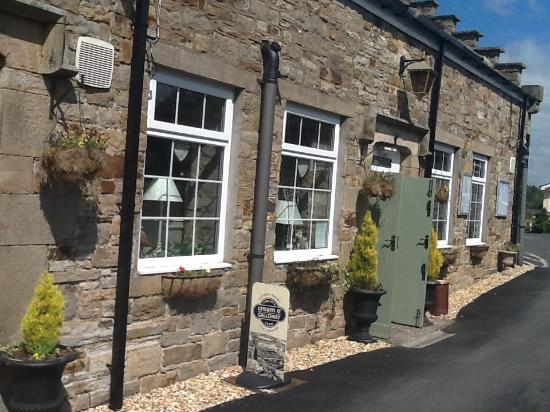 Blenkinsopp Castle Inn & Bistro: Open from 9am for breakfast, lunch & evening meal. Bed & Breakfast available from 1st August 201