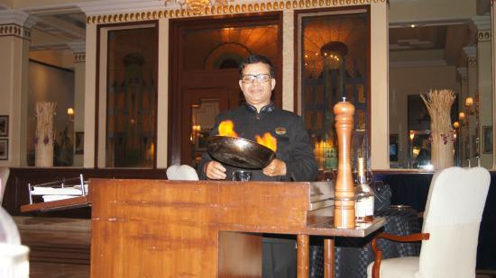 โรงแรมดิ อิมพีเรียล: Flambeing our bananas