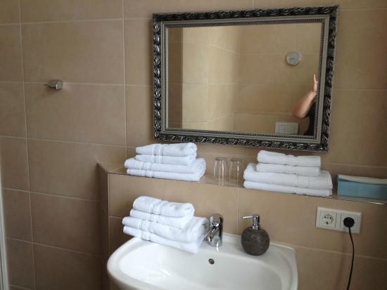 Haus Bremen Garni: огромная ванная комната