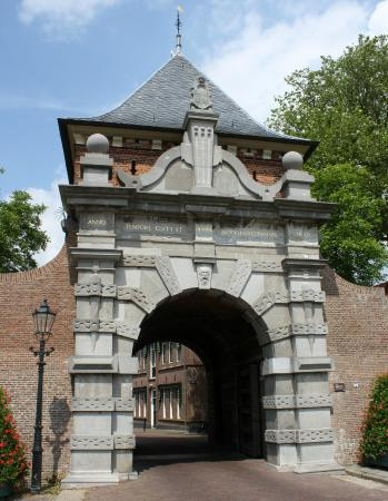 Schoonhoven, Nederland: The city gate from the front