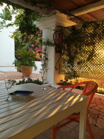 Hotel Cas Gasi: Private porch outside junior suite in annex