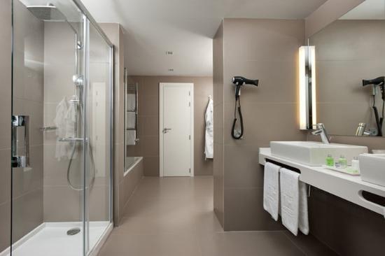 NH Pamplona Iruña Park: Bathroom