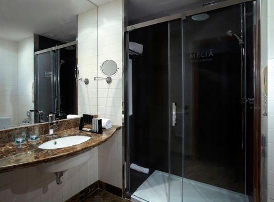 Melia Sitges: bathroom