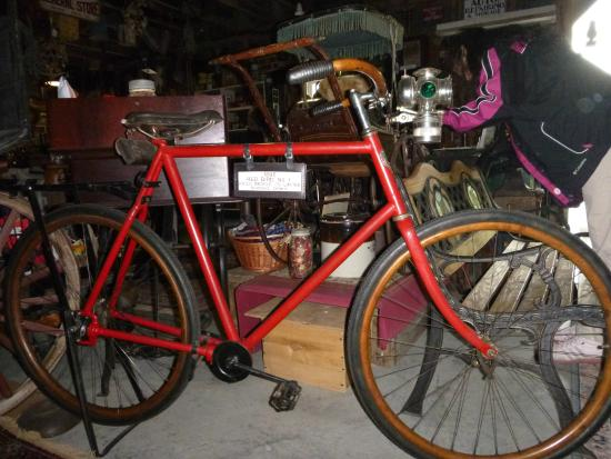 Horseless Carriage Museum: Chainless bicycle