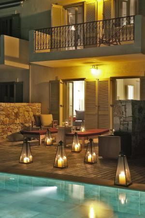 Emelisse Art Hotel