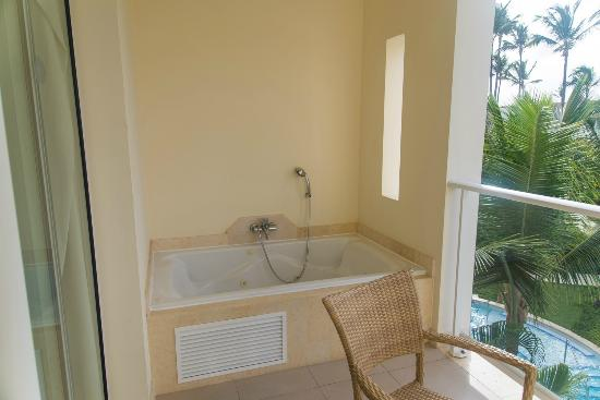 Balcony hot tub picture of secrets royal beach punta for Balcony hot tub