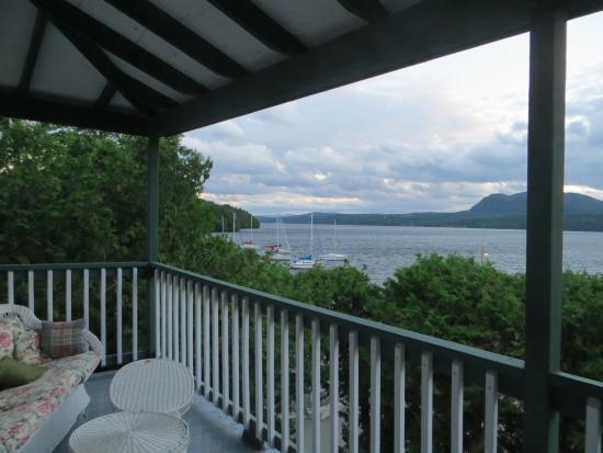 Auberge McGowan: balcon de notre chambre avec vue sur le lac