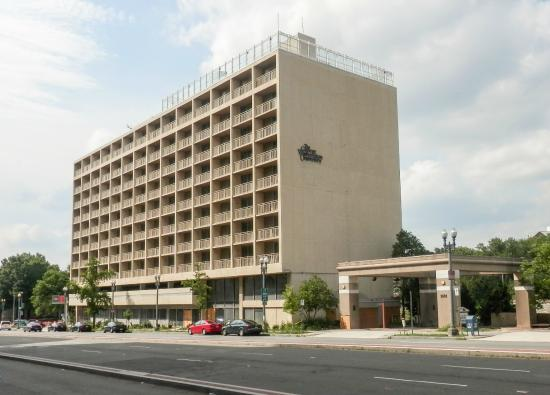 Watergate Complex: The Former Howard Johnson's