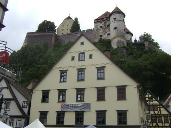 Schloss Hellenstein: Ruínas do castelo vistas do centro da cidade