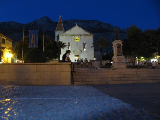 St. Mark's Church -- Makarska : Buena iluminación !!!