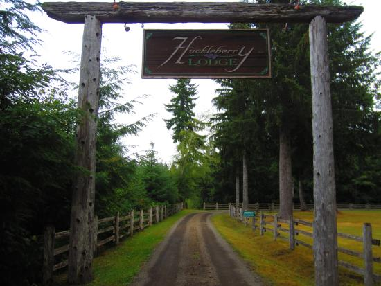 Huckleberry Lodge Cabins : Lodge entrance