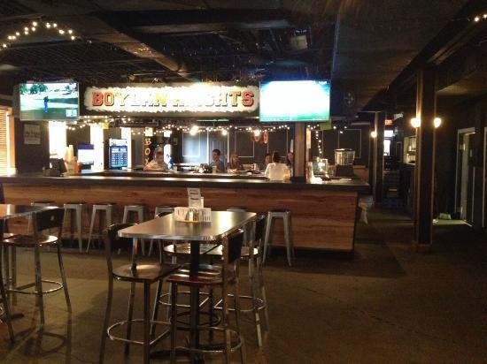 Boylan Heights: Upstairs bar area