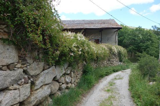 Le Château Brangoly: Stone farmhouses