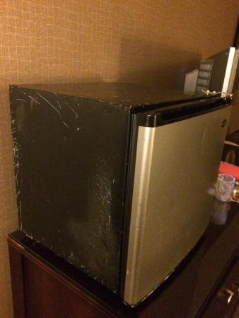 Sheraton Reston Hotel: Hotel is nice, but they need to invest in new fridges. This is not the motel 6  or a dumpster! H