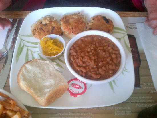 Earl's : fish cakes and baked beans