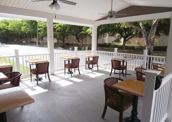 Quality Suites Fort Myers – I-75 : FLExterior Patio