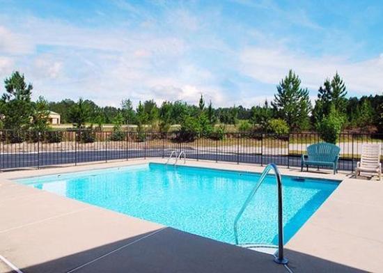 Lugoff, SC: Pool