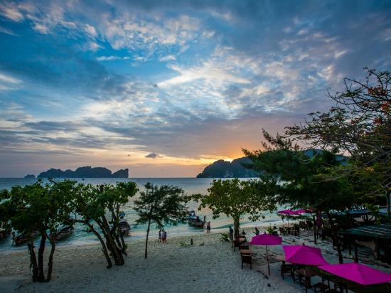 Beach view picture of paradise resort phi phi ko phi for Hotels ko phi phi