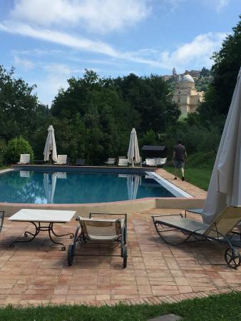 Relais San Bruno: pool view