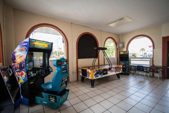 Quality Inn & Suites Eastgate: Fl Arcade