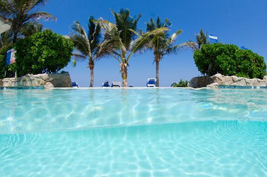 Wyndham Reef Resort : Aerobics By the Palm Trees