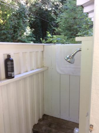 Monte Rio Vacation Cottages : Shower