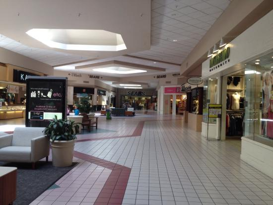 ‪Red Cliffs Mall‬