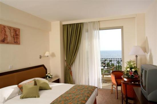 Aquamare Beach Hotel & Spa: Guest room