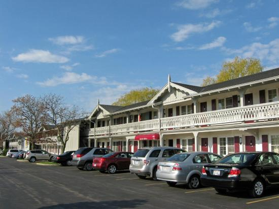 Chalet Motel Of Mequon: Exterior view