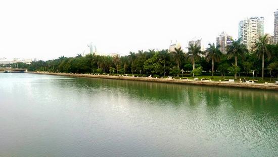 Xiamen Bailuzhou Park: sunset