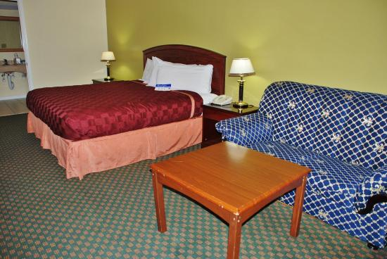 Hempstead, TX: One King Bed Suite