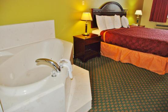 Hempstead, TX: One King Bed Jacuzzi Suite