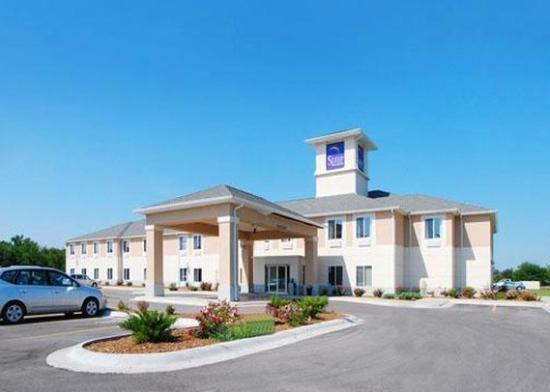 Rodeway Inn & Suites: Exterior