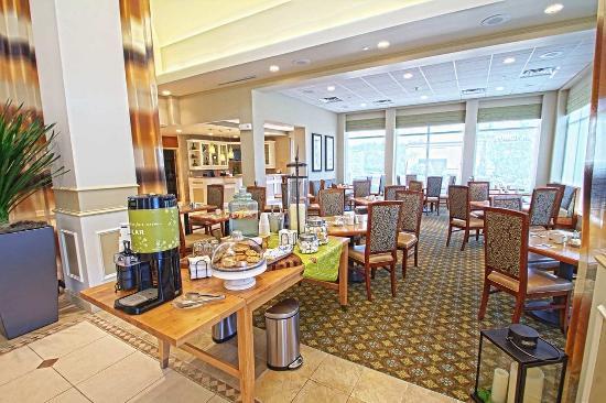 Hilton Garden Inn Lakewood: Hotel Lobby