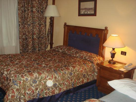 Shepheard Hotel: ベッド