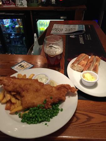 No 2 Baker Street: Fantastic fish and chips dinner!