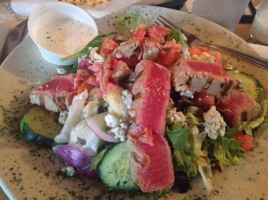 Franklin, WI: Ahi tuna salad