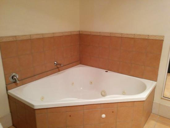 Atherton Hotel: Bathroom